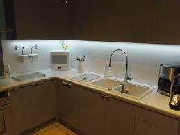 lumiere meuble cuisine eclairage led plan de travail cuisine led s go