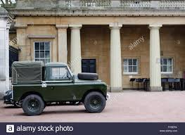 military land rover discovery green land rover stock photos u0026 green land rover stock images alamy