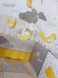mobile chambre bébé mobile musical complet pour bébé jaune gris et blanc