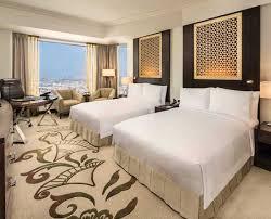 hotel de luxe avec dans la chambre chambres et suites de luxe à dubaï hôtel conrad dubai