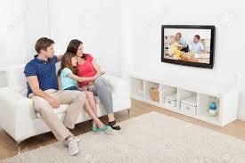Haus E In Voller Länge Von Liebe Familie Vor Dem Fernseher Zusammen Zu
