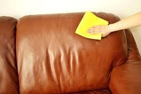 entretien canap cuir beige entretien canape en cuir un truc de grand mare pour nettoyer