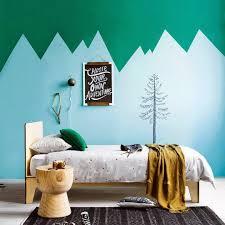 peindre mur chambre déco montagne dans la chambre de bébé