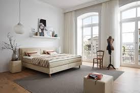 Schlafzimmer Ruf Betten Ruf Mior Boxspringbett Natur Mit Knopfapplikationen Im Kopfteil