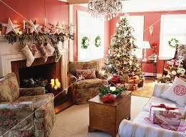 wohnzimmer weihnachtlich dekorieren weihnachtlich dekoriertes wohnzimmer mit geschmücktem christbaum