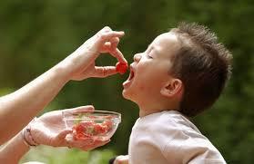 bimbo 13 mesi alimentazione alimentazione bambini cosa devono mangiare dai 3 anni i 10