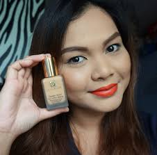 swatch review video estee lauder double wear stay in place