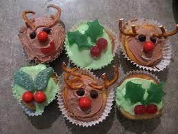 Giraffe Christmas Decorations by Green Gourmet Giraffe Christmas In July Cupcakes
