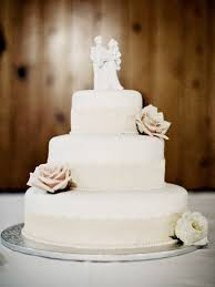 simple wedding cakes simple chic wedding cakes we bridalguide