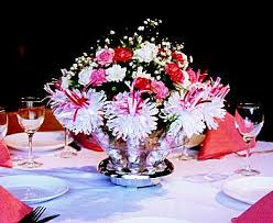 wanderful centerpieces with built in favors for every guest great
