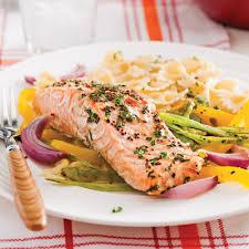 cuisiner truite au four truite saumonée en papillote et julienne de légumes recettes