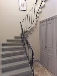 escalier peint en gris escalier béton gris lissé nez rond marche de départ arrondi
