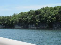 how big is table rock lake north of the damn where table rock approaches the arkansas border