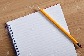 bloc note sur bureau photo d un bloc notes vierge et un crayon a statué sur un bureau