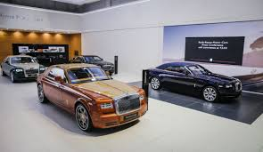 rolls royce dealership rolls royce at 2015 dubai motor show photo gallery autoblog