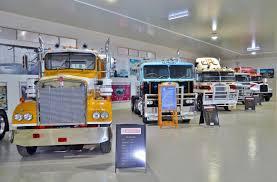 kenworth models history file kenworth dealer hall of fame 2015 03 jpg wikimedia commons