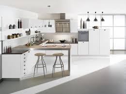 cuisine en blanc cuisine en blanc stunning armoires de cuisine moderne en acrylux