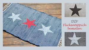 teppich mit sternen diy flickenteppiche mit sternen und streifen bemalen sea side