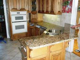 giallo fiorito granite with oak cabinets giallo fiorito granite on medium wood cabinets 3 8 08 giallo
