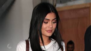 show me current hairs style pregnant kylie jenner shows off new haircut on snapchat people com