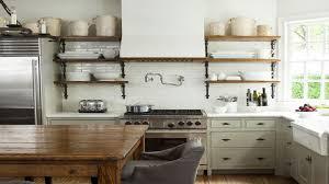 pour la cuisine cuisine rétro et carrelage repeint en blanc kitchen staging