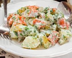 cuisiner le saumon fumé recette de salade de pommes de terre au saumon fumé et aneth