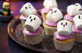 Mini Halloween Cakes by 40 Terrifying Halloween Cupcakes