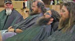 duck dynasty men get lice and may have to shave their heads