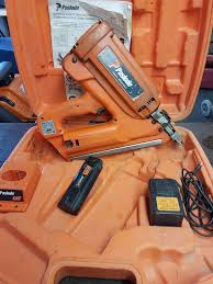 Paslode Roofing Nailer by Paslode Im350 Nail Gun C W 1 Battery A Charger U0026 Case Gwo In