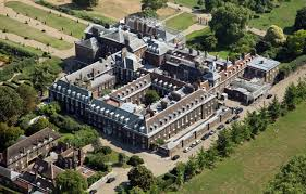 who lives in kensington palace prince harry and meghan markle to move in to kensington palace