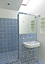 Small Toilets For Small Bathrooms by Tiny Bathroom Design Ideas That Maximize Space