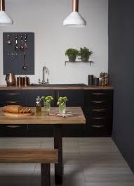 cuisine noir mat et bois 1001 idées cuisine noir mat et bois élégance et sobriété