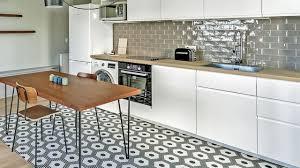 carrelage cuisine revêtement cuisine sol murs crédence carrelage béton ciré