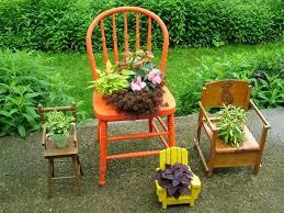 curieux comme un pot de chambre 48 pots de fleurs en objets de récup pour en décorer le jardin