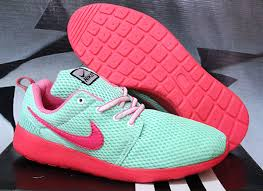 Sepatu Nike Running Wanita harga sepatu running nike roshe run white