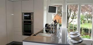 armony cuisines cuisine sobre blanche et grise armony cuisines cuisines sur mesure