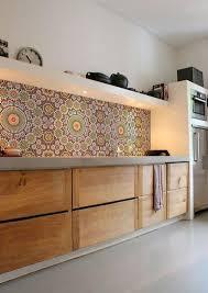 papier peint lessivable cuisine une cuisine avec du papier peint déco en crédence