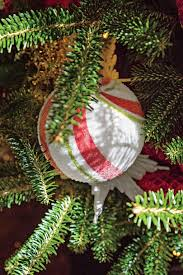 how to decorate a christmas tree in 20 minutes southern living