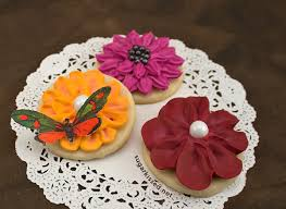 stunning dimensional icing flowers