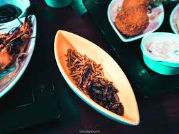 mumbai café bar à cocktails lyon manger des insectes cuisine
