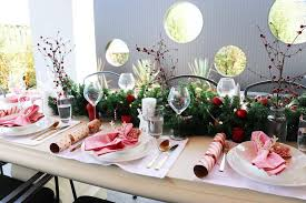 ideas how to decorate christmas table 3 cheap christmas table setting ideas with wow factor