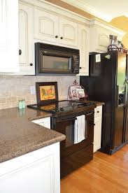 Paint Amp Glaze Kitchen Cabinets by Best 25 White Glazed Cabinets Ideas On Pinterest Glazed Kitchen