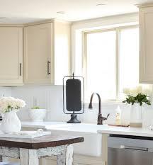 what color backsplash with white quartz countertops an honest review of our white quartz countertops