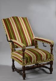 fauteuil de malade fauteuil de malade en bois naturel patiné le dossier inclinable à