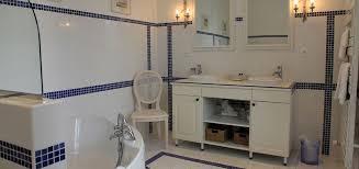 salle de bain chambre d hotes chambre rotonde château de la marronnière chambres d hôtes
