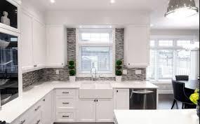 credence cuisine blanc laqué crédence cuisine moderne pour un intérieur chic et original