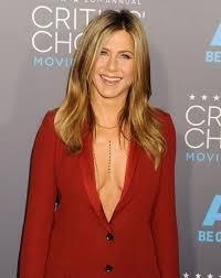critics u0027 choice awards 2015 jennifer aniston wears plunging red