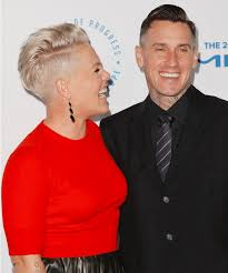 carey hart hair pink and husband carey hart have red hot date night instyle com