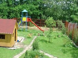 giardino bambini montaggio di un parco giochi per bambini in giardino idee pratiche