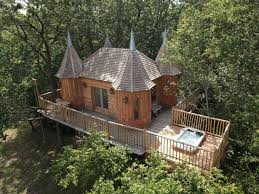 chambre dans un arbre chambres d hôtes châteaux dans les arbres nojals et clotte